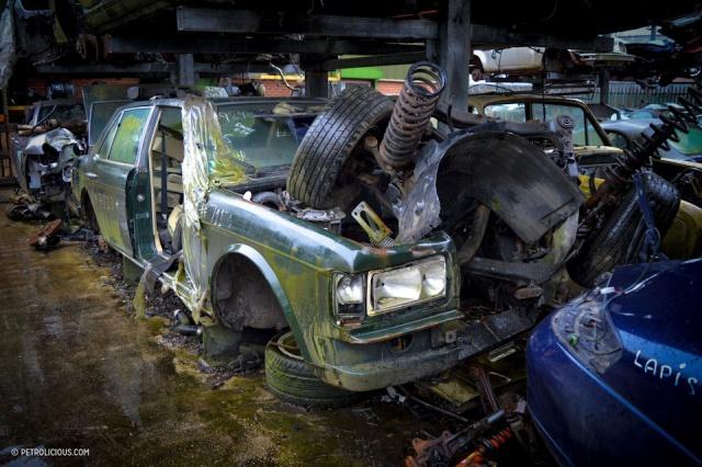 Свалка элитных автомобилей в пригороде Лондона