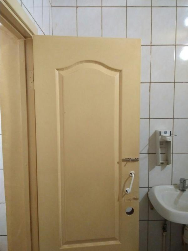 Когда в общественном туалете регулярно курят