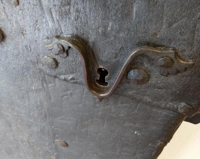 Необычный антикварный дверной замок