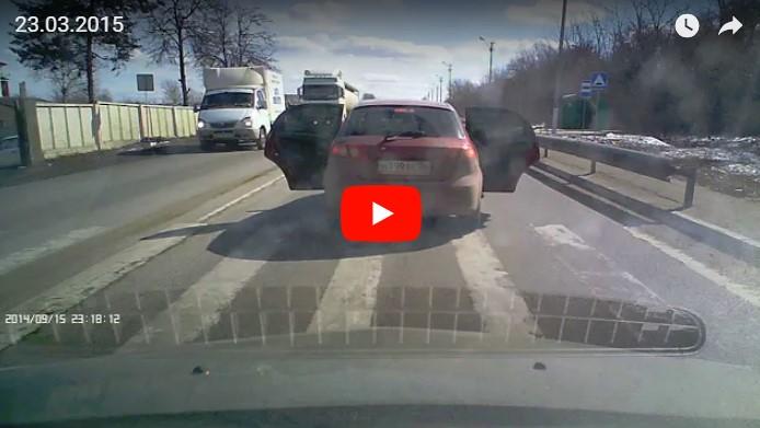 Разбой среди белого дня: черные маски, дробовики и ошибка водителя