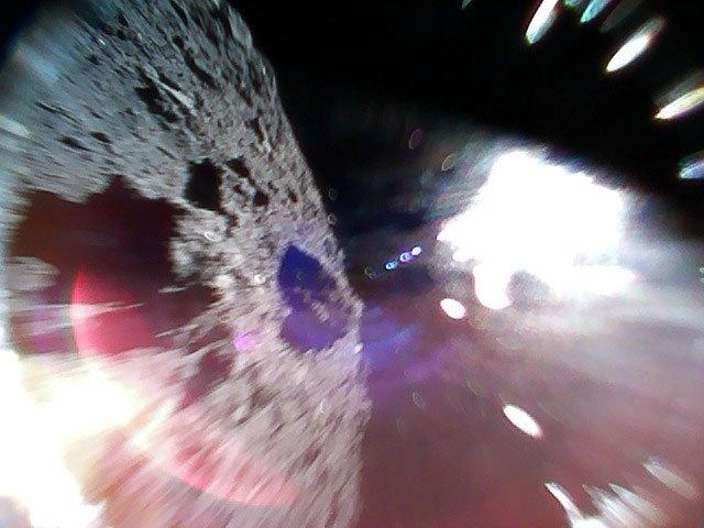 Японские минироботы осуществили посадку на астероид Рюгу