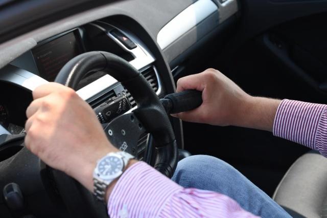 Автомобиль с педальным приводом для поддержания физической формы