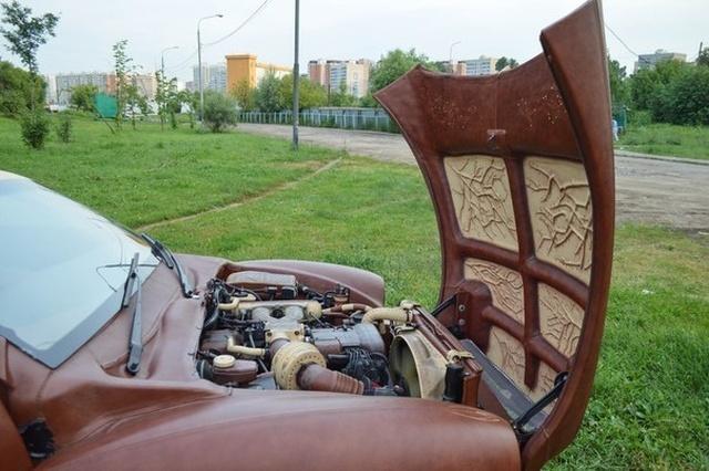 Эксклюзивный кожаный автомобиль с салоном из меха выставлен на продажу