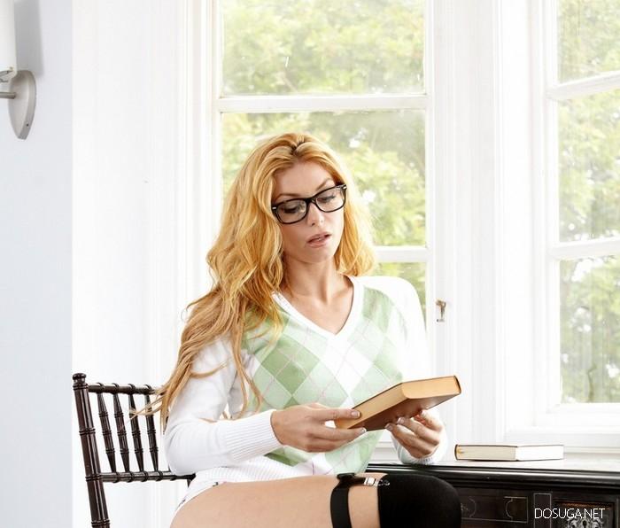 А вы любите читать?, а вот Саманта любит!!!