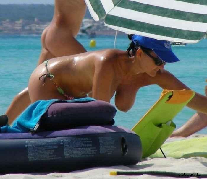 Лето, солнце, море, пляж и девушки